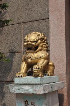 Free Stone Gold China Sit Lion Royalty Free Stock Image - 13595986