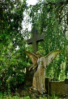 Free Cemetery, Statue, Grave, Tree Royalty Free Stock Images - 135982819