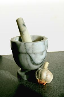 Free Pestle And Mortar With Garlic Stock Image - 1362011