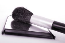 Free Powder Brush On Mirror Stock Images - 1363634
