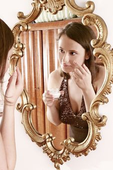 Free Woman Putting Cream In Front Of  A Mirror Royalty Free Stock Photos - 1364518