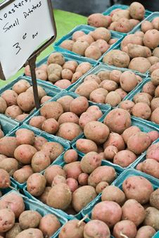 Free Red Potatoes At The Farmer S Market Royalty Free Stock Photos - 13606018