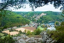 Chateau Castelnaud Taken From The Opposite Cliff Face Royalty Free Stock Photography