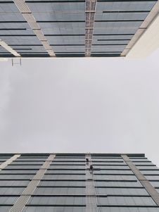 Free Low Angle Photo Of High-rise Building Royalty Free Stock Photos - 136045318