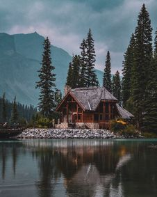 Free Photo Of Wooden House Near Lake Royalty Free Stock Images - 136045369
