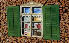 Free Green, Shed, Window, Shelf Royalty Free Stock Photo - 136081885