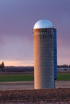 Free Grain Silo At Sunset Royalty Free Stock Photography - 13613787