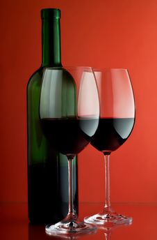 Free Two Wineglass And Bottle Stock Photos - 13614093