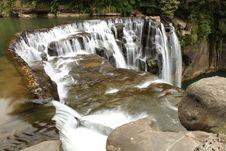 Free Beautiful Waterfall Royalty Free Stock Photo - 13614665