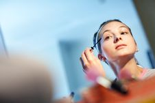 Free The Young Woman Directs A Make-up In The Morning Stock Image - 13616631