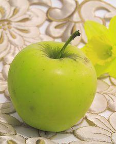 Free Fresh,green,healthy Apple Royalty Free Stock Photo - 13618435