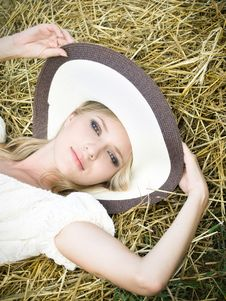 Free Girl In The Field Stock Photos - 13618643
