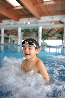 Free Swimming Kid Stock Photography - 13619762
