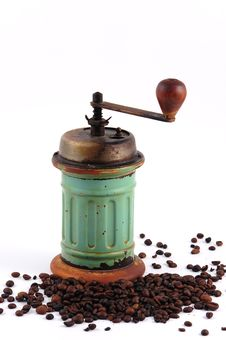 Free Vintage Coffee Grinder And Coffee Beans Stock Photos - 13622983