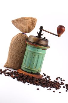 Free Vintage Coffee Grinder And Coffee Beans Stock Photography - 13622992