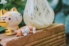 Free Two Yellow And Brown Cat Toys Stock Photography - 136260572