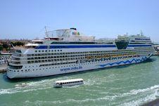 Free Passenger Ship, Cruise Ship, Ship, Water Transportation Stock Photos - 136290133