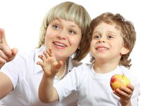Free Woman And Boy Eating Apple Royalty Free Stock Photos - 13630608