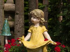 Free Garden Gnome Dwarf Statue Royalty Free Stock Photos - 13634208
