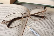Free Spectacles On Book Stock Images - 13635504