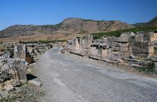 Free Empty Street In Ancient Hierapolis Royalty Free Stock Image - 13643716