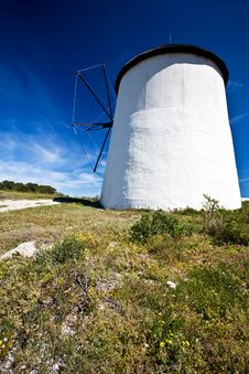 Free Side View Of Windmill Royalty Free Stock Images - 13646159