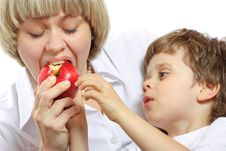 Free Woman And Boy Eating Apple Royalty Free Stock Photography - 13647817