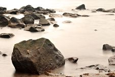 Free Rocky Beach Shore Royalty Free Stock Photography - 13649507