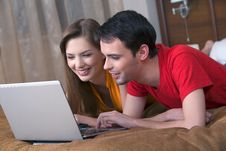 Free Couple With Laptop Stock Photography - 13650042
