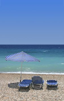 Free Sunbeds On Beach Royalty Free Stock Photography - 13652067