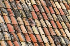 Free An Old Tile Roof Stock Photo - 13659170