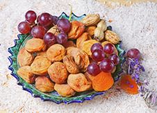 Free Dried Apricots, Grape Royalty Free Stock Photo - 13660065