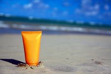 Free Tube With Sun Protection On Beach Of Ocean Royalty Free Stock Images - 13661209