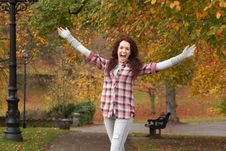 Free Teenage Girl Standing In Autumn Park Royalty Free Stock Photography - 13671717