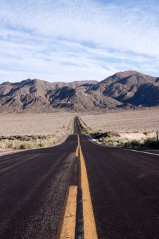 Free Desert Road Stock Images - 13672964