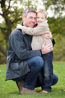 Free Father And Son Hugging Outdoor Royalty Free Stock Image - 13674946