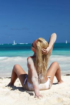 Free Young Woman Relaxing On Beach Royalty Free Stock Photos - 13677048