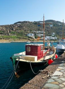 Free Red Fishing Boat In The Port Of Mykonos Royalty Free Stock Photography - 13679977