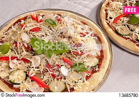 Free Uncooked Pizza Stock Photo - 13685780