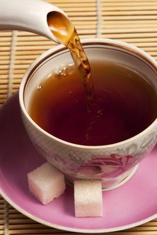 Free Cup In Which Pour Tea Royalty Free Stock Images - 13680009