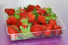 Free Strawberries Royalty Free Stock Images - 13687449