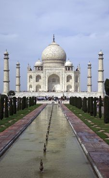 Free Taj Mahal Royalty Free Stock Images - 13688679