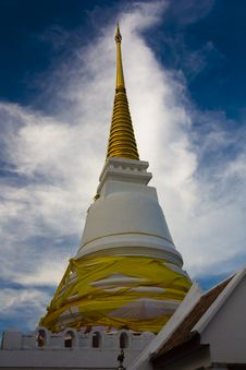 Free Stupa, Sky And Clouds Royalty Free Stock Photo - 13688925