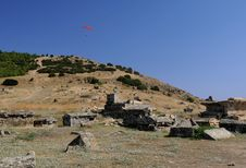 Free Paragliding Over Ancient Hierapolis Royalty Free Stock Images - 13689459