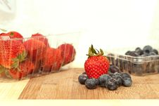 Free Strawberries And Blueberries Stock Photography - 13691802