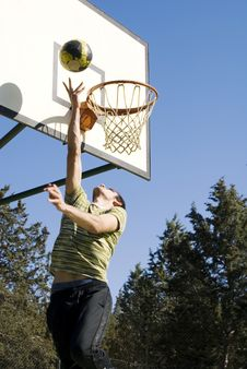 Free Young Man Playing Basketball Royalty Free Stock Image - 13692976
