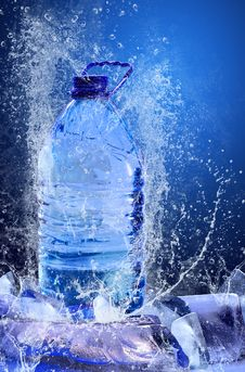 Free Buttle Of Water Royalty Free Stock Images - 13695579