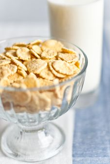Free Cornflakes And Glass Of Milk Royalty Free Stock Photography - 13695647