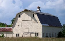 Free Large Old Barn In A Field Stock Photo - 13697400