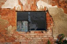 Free Window On Ruin Royalty Free Stock Photography - 1376937